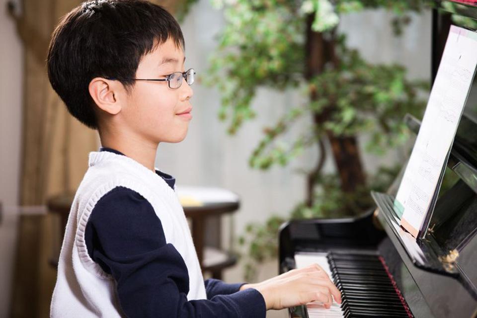 NHỮNG ĐIỀU CẦN BIẾT KHI BẮT ĐẦU CHO TRẺ HỌC PIANO