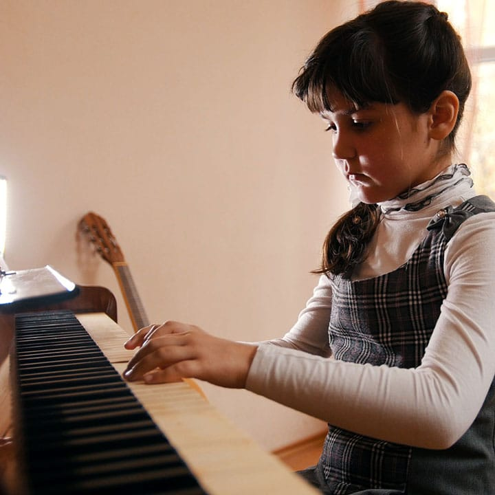 7 LÝ DO BẠN NÊN CHO CON ĐI HỌC ĐÀN PIANO NGAY BÂY GIỜ